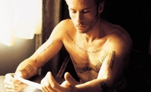 Image-5-Guy-Pearce-Memento